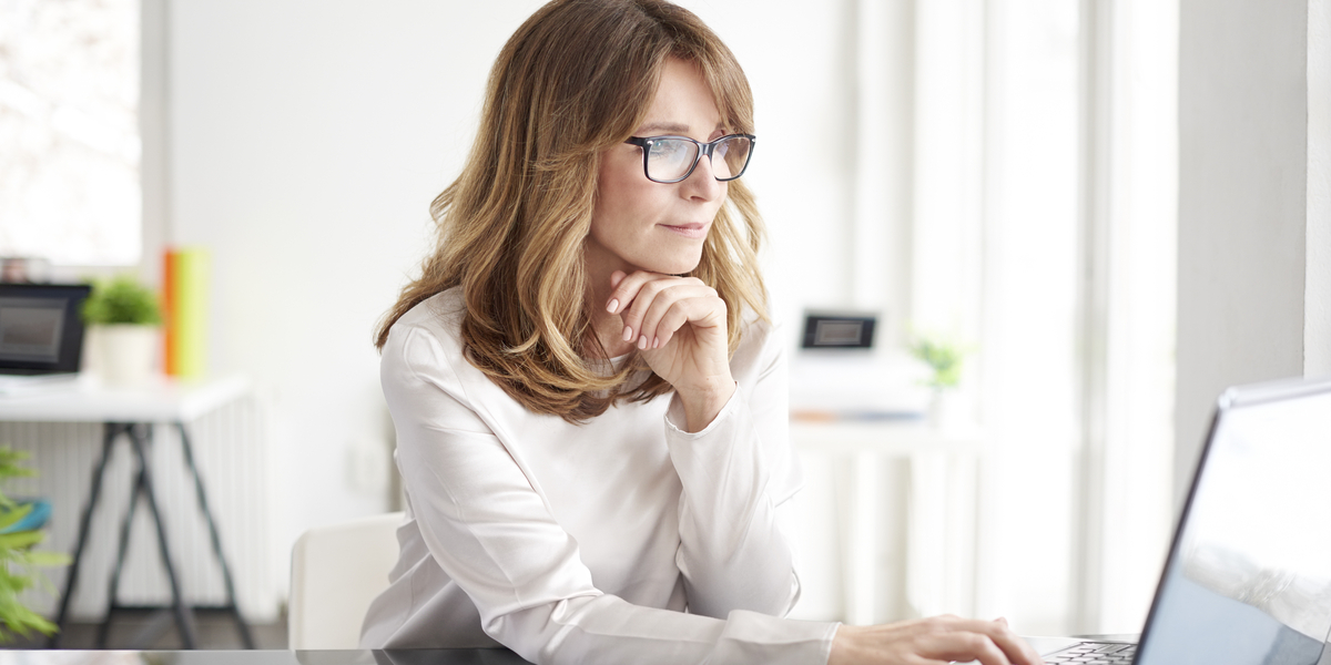 office woman working on a laptop